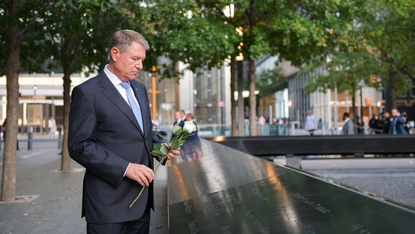Klaus Iohannis, la memorialul victimelor atentatelor din 11 septembrie de la New York