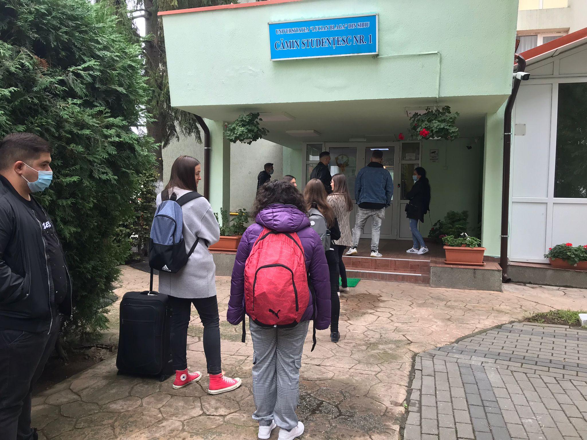 Student în cămin pe timp de pandemie. Distanțare socială, dezinfectant și 215 lei pe lună pentru cazare