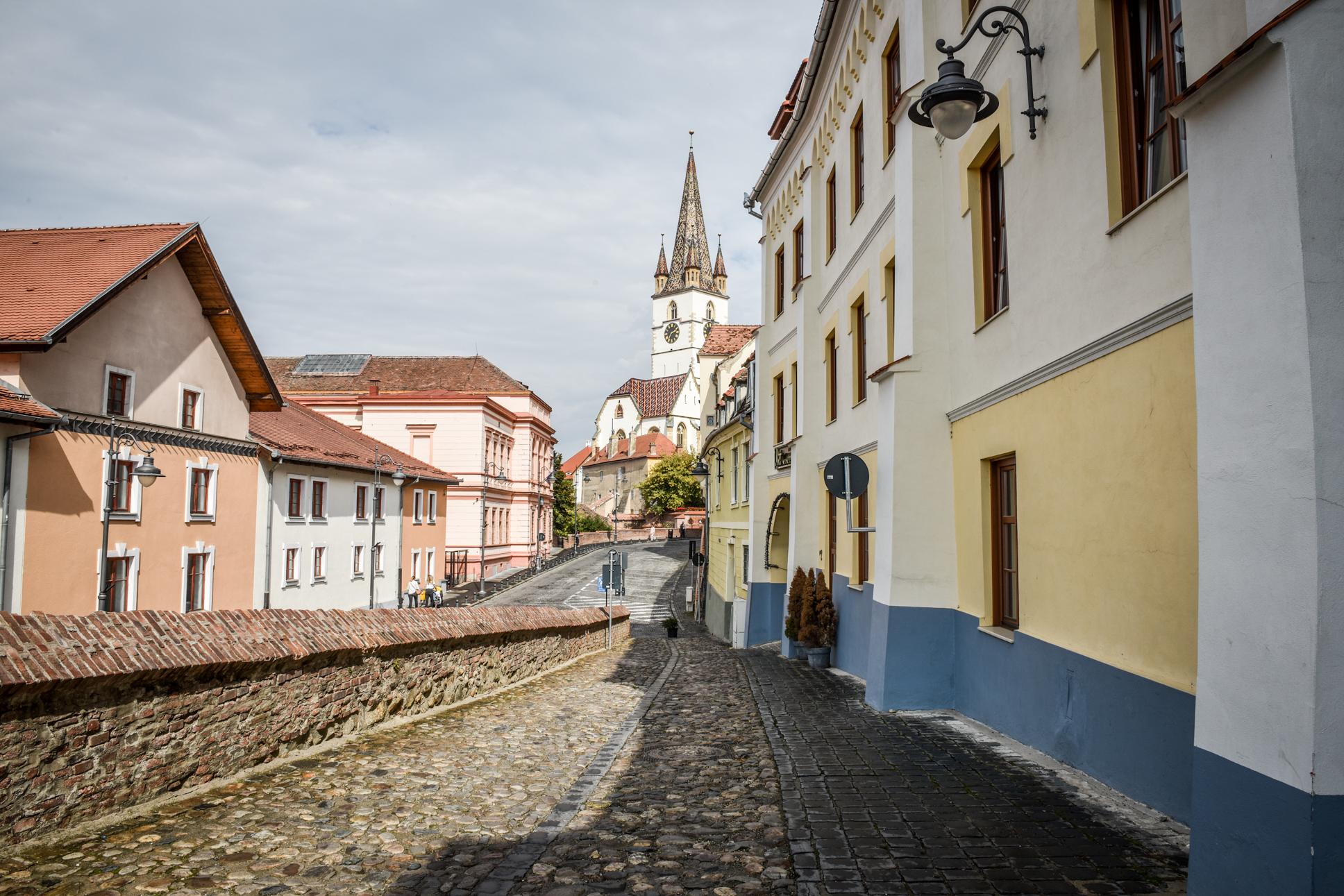 Peste 480 de cazuri active în orașul Sibiu. Incidența crește la 2,84
