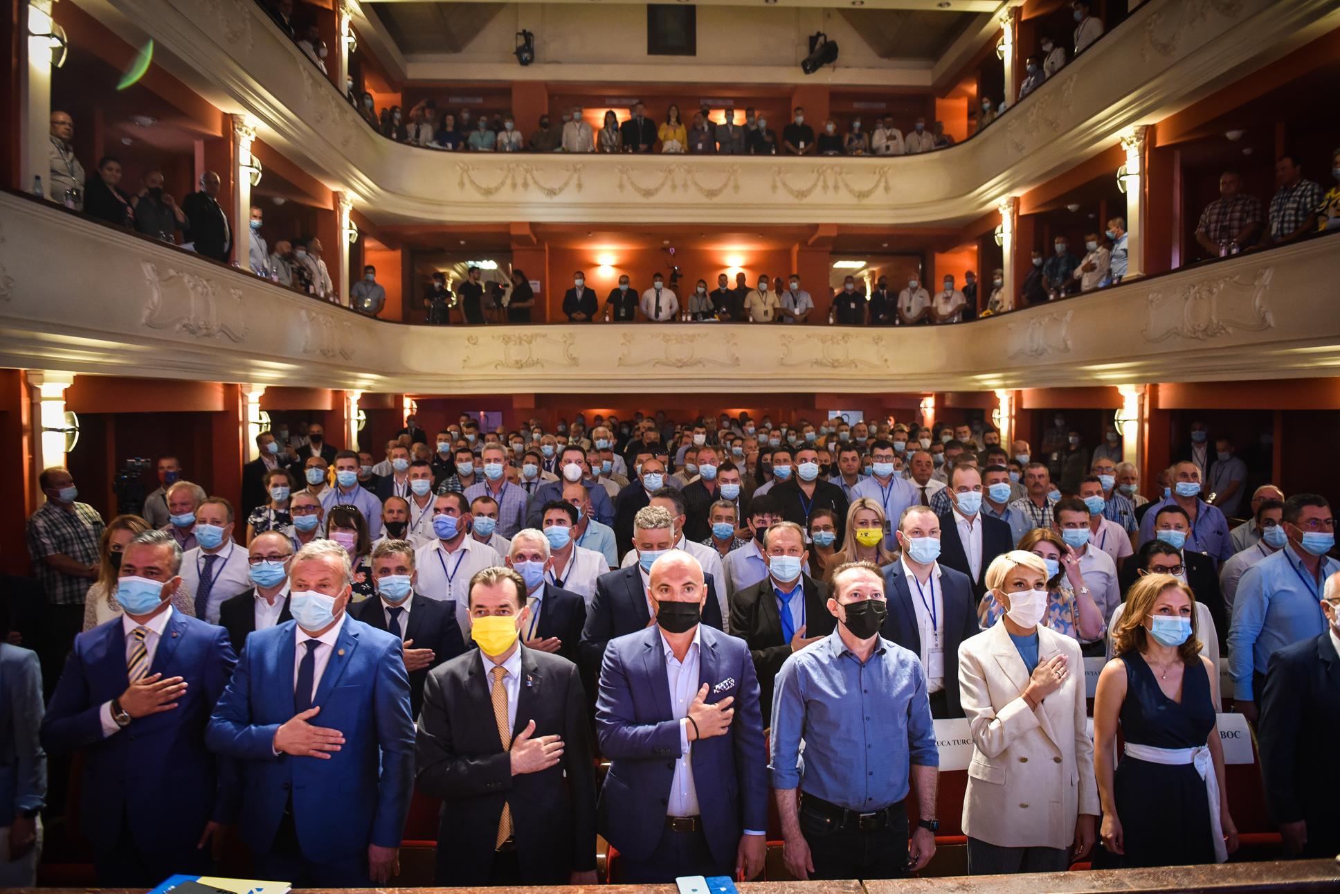 În scenariu roșu, 145 de liberali sibieni sunt la București, printre cei 5.000 care își aleg președintele: Cîțu vs. Orban