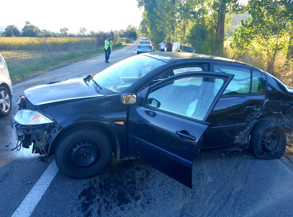 Trei mașini implicate într-un accident aproape de Hosman: două femei au ajuns la spital