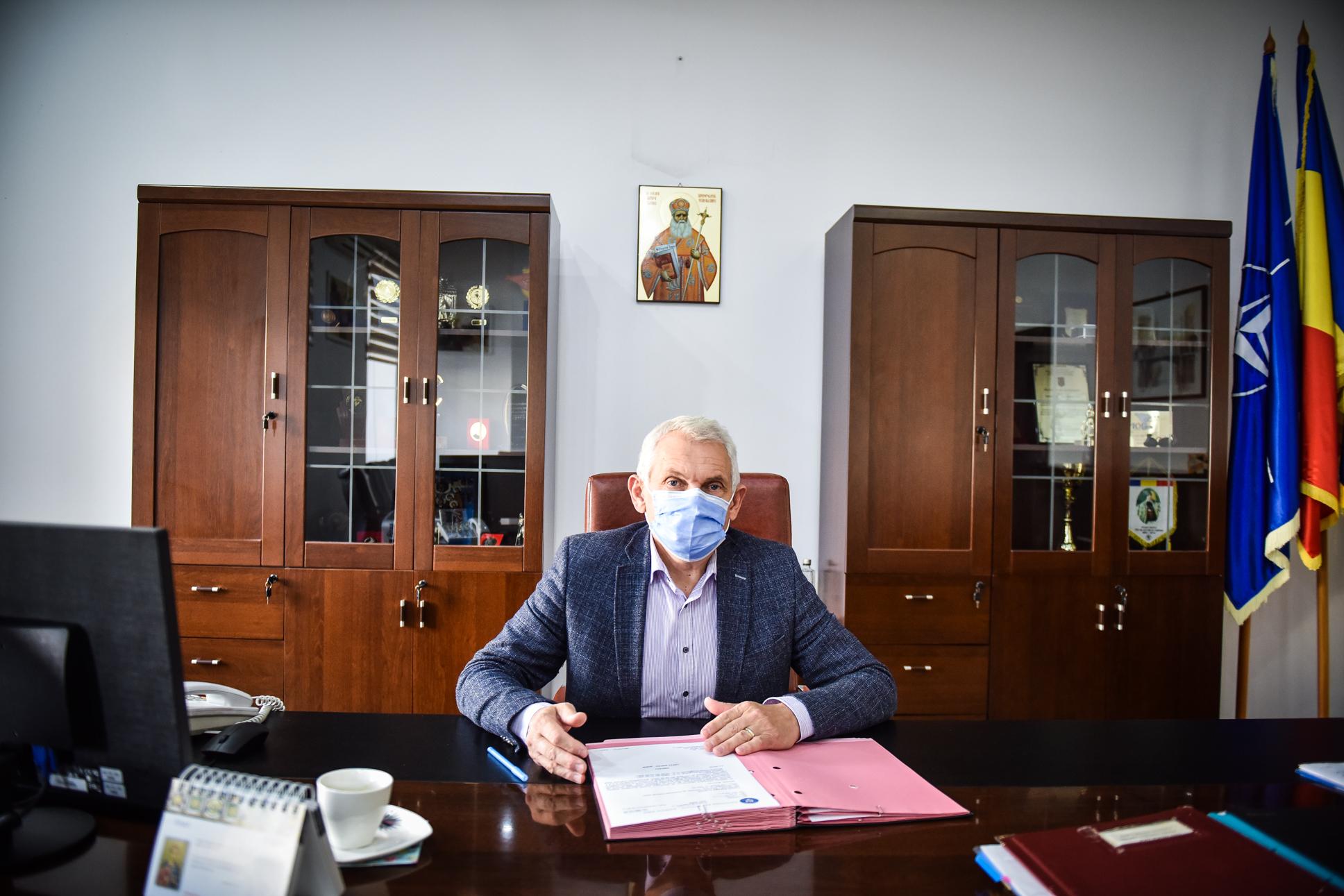 """Prefectul județului, Mircea Crețu: """"Este posibil să se ajungă în Sibiu și la această măsură extremă"""". Adică la carantină"""