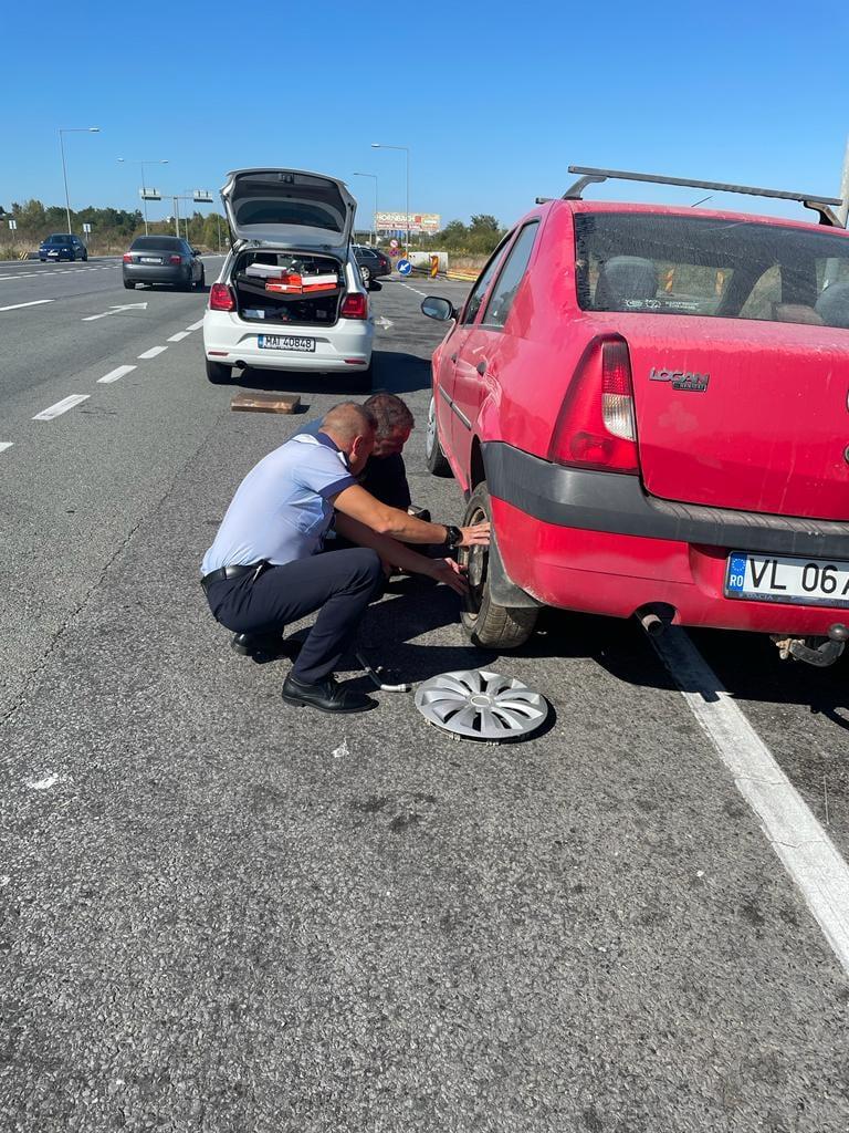 """Poliția Sibiu, către doi colegi care au ajutat un șofer: """"Tania și Daniel, suntem mândri de voi!"""""""