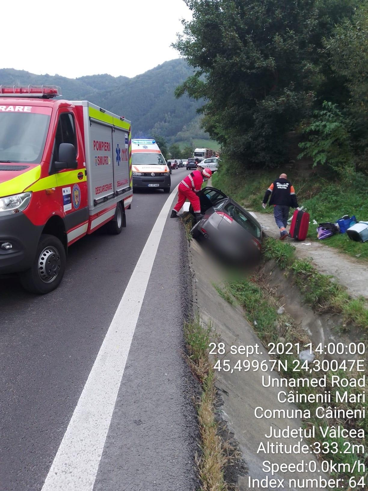 Mașină răsturnată pe Valea Oltului. Răniții sunt aduși la spitalul din Sibiu
