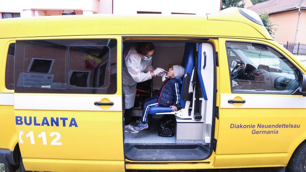 """Consult stomatologic gratuit pentru locuitorii din Ațel în cadrul unei noi ediții a campaniei """"Sănătate pentru sate"""""""