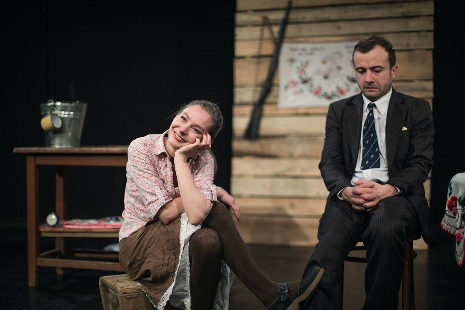 """Piesa """"Cerere în căsătorie"""" a lui Cehov se joacă în Gușterița, la Șura Culturală. Intrarea este gratuită"""