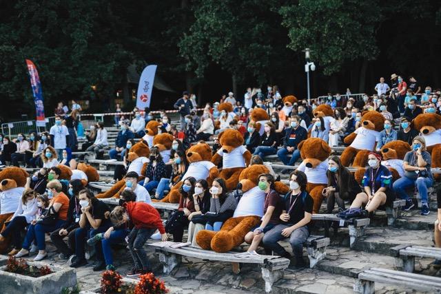Astra Film Festival, debut emoționant. 30 de urși bruni, în public  la deschiderea Astra Film Festival 2021