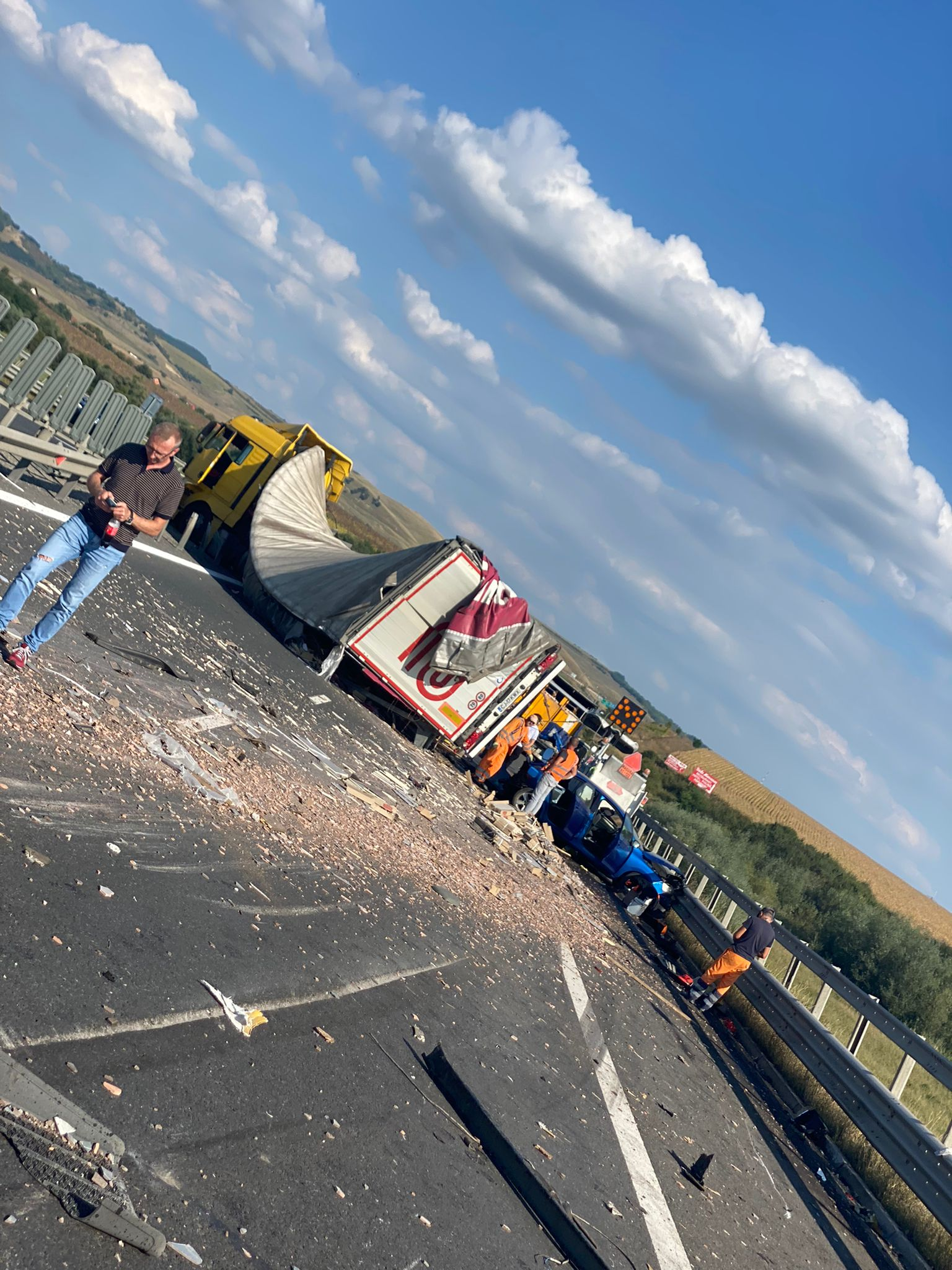 Cinci mașini, între care două TIR-uri, implicate într-un accident pe autostrada dinspre Sebeș