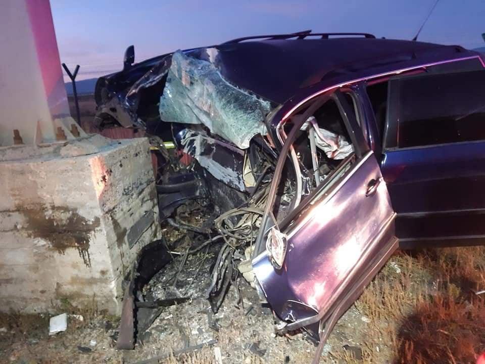 FOTO Accident mortal la intrarea în Sibiu. O șoferiță a intrat într-un stâlp, lângă RAR