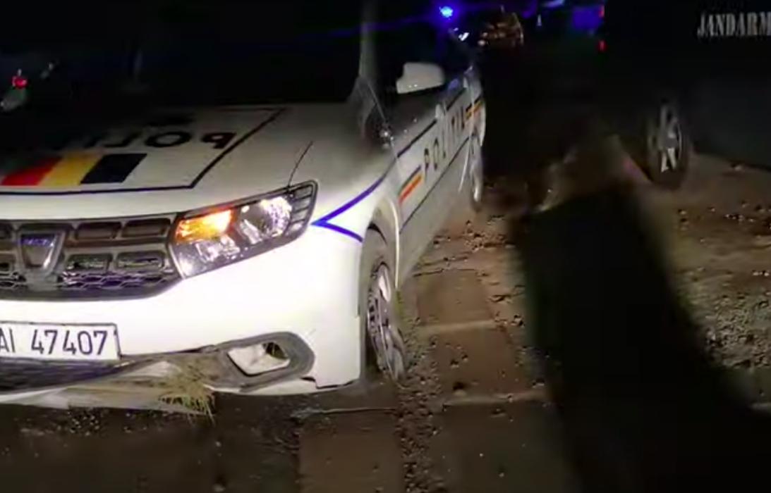 Urmărire periculoasă, azi-noapte în Sibiu. Șoferul urmărit s-a oprit într-un stâlp